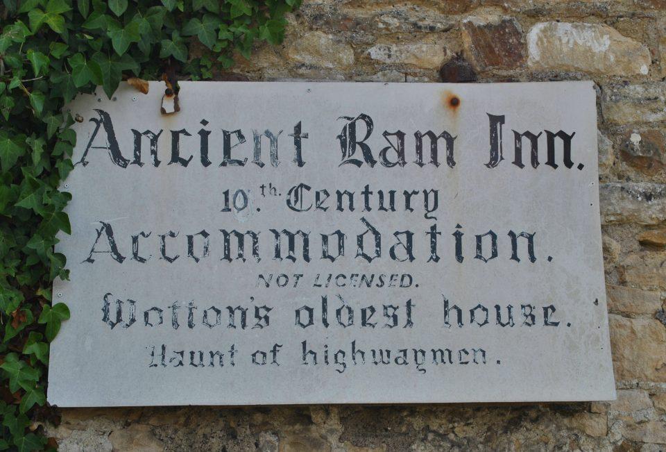 Bord Ancient Ram Inn uitgelicht