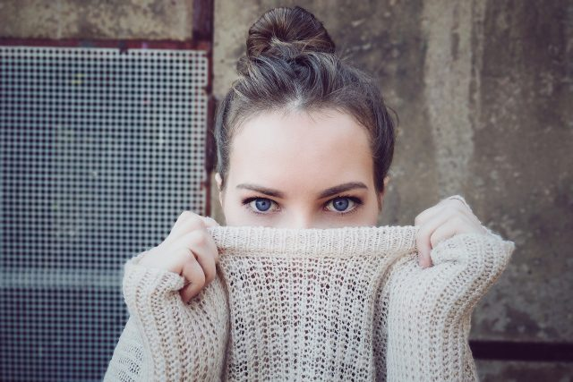 Hou het hoofd koel aankleden mode opmaken