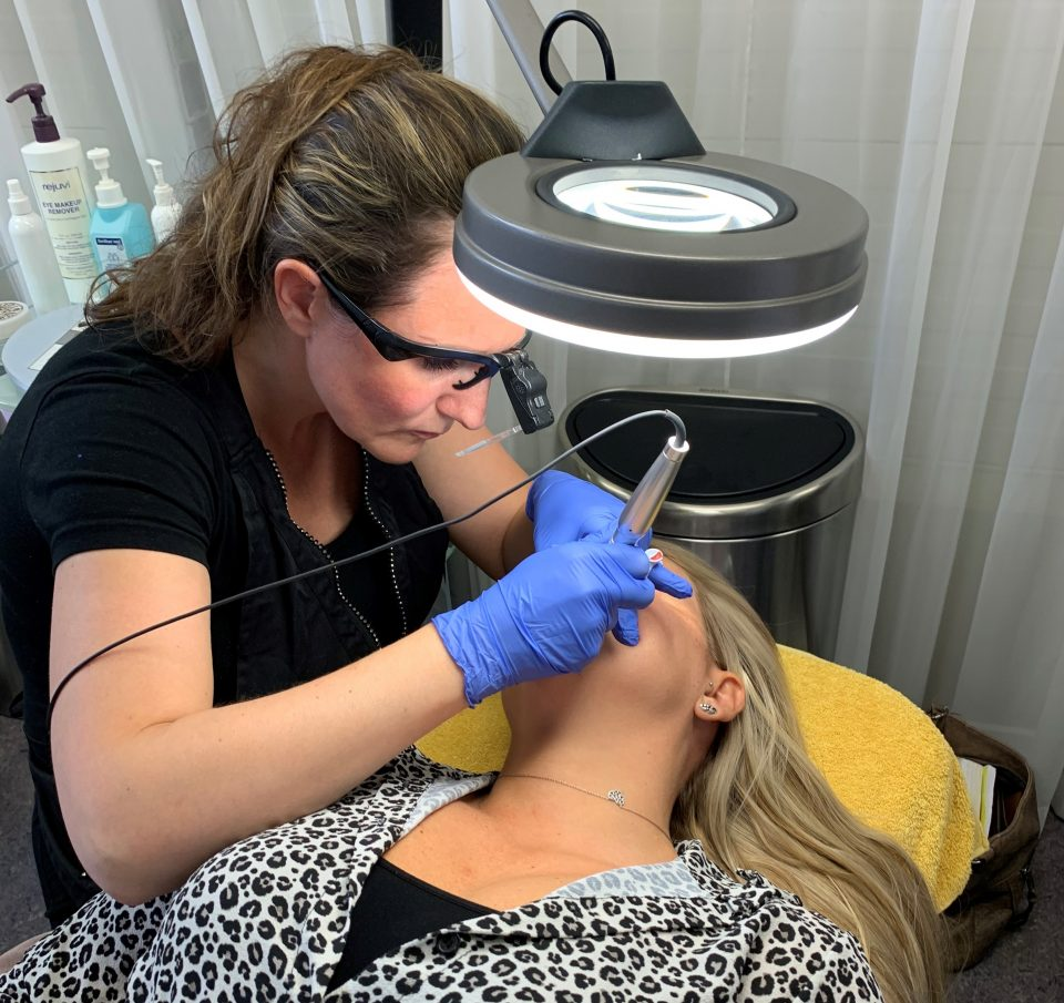 Janneke aan het werk PMU Salon