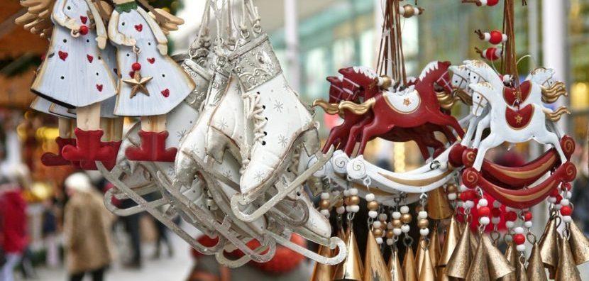 Kerstmarkt dingen voor in de boom