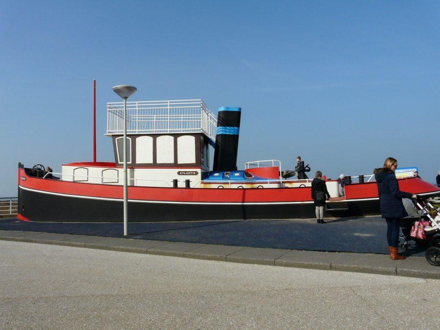 De speelboot op Kijkduin Boulevard
