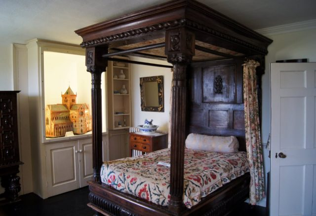 Skaill House Bishop's Bedroom - Greg Bandur via flickr CC BY NC 2.0 (2)