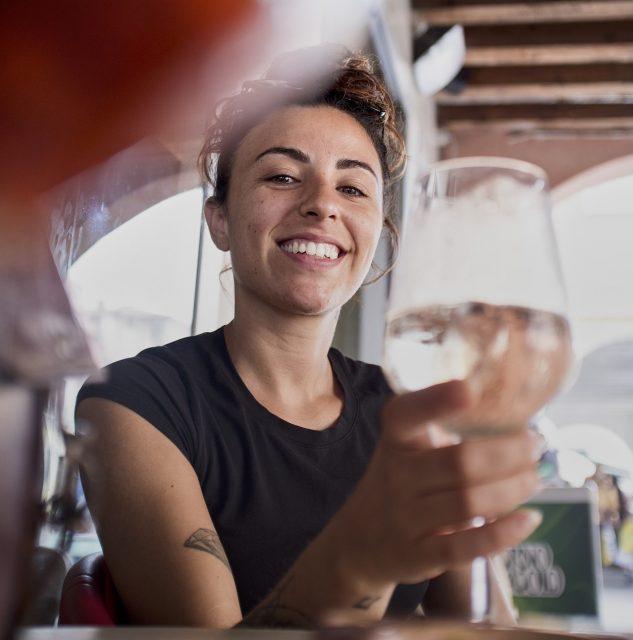 Vrouw met wijn