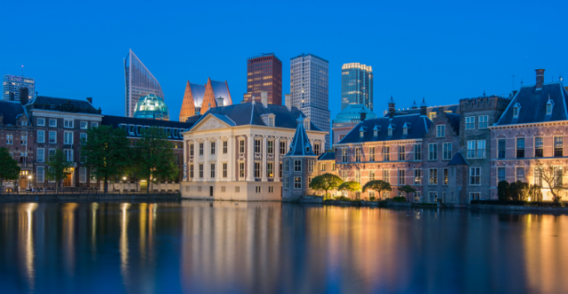 Den Haag bij Schemer