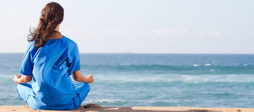 strandtenten die yogalessen aanbieden
