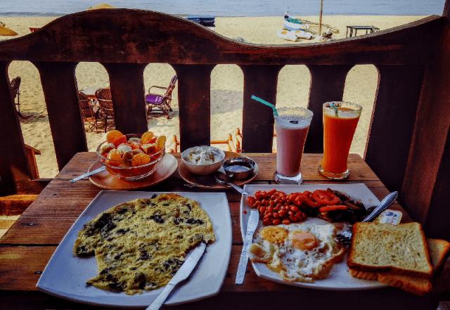 ontbijten op het strand
